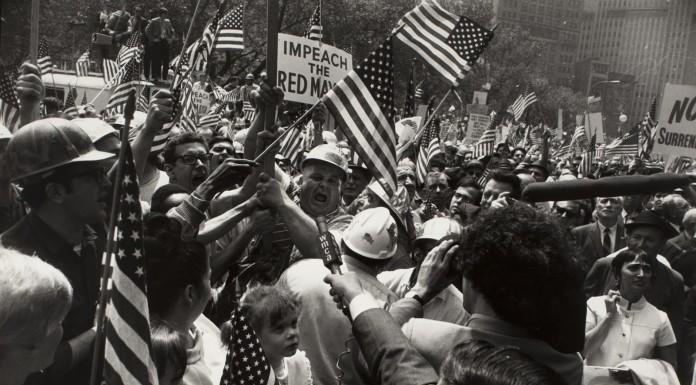 foto Garry Winogrand mostra Flags of America modena