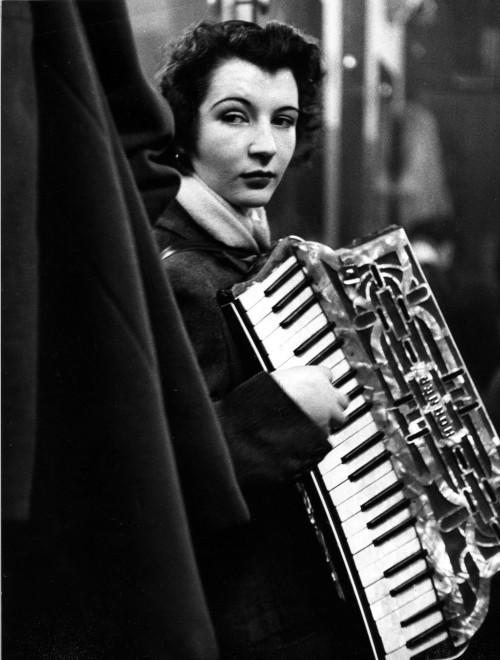 La ballata di Pierrette d'Orient, 1953 copyright © atelier Robert Doisneau