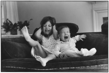 USA. East Hampton, New York. 1981. Elliott ERWITT's daughters, Sasha and Amy.