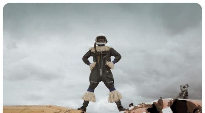Cristina De Middel Afronauts foto uomo sul razzo