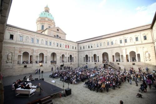 Folla all'inaugurazione della manifestazione (foto di Enrico Rossi, Reggio Emilia)