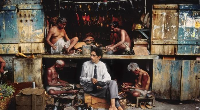 steve mccurry mostra a siena fotografia fotografia uomo e scarpe