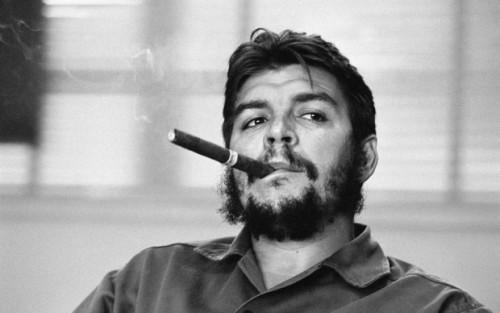 Che-Guevara-al-Ministero-dell'industria-L'Avana-Cuba-1963-©-René-Burri-Magnum-Photos-620x388