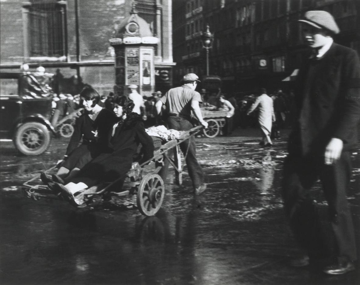 Robert Doisneau: Scene in Les Halles, 1938-39. Collezione privata Dionisio Gavagnin