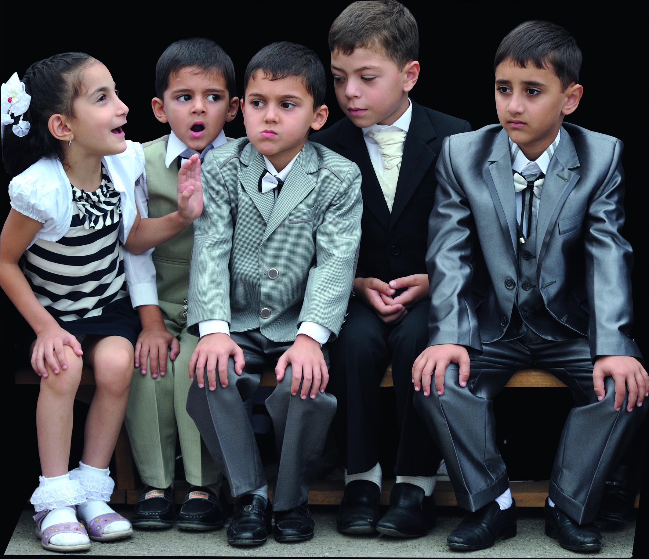 Primo giorno di scuola: i bambini vestiti a festa © graziella vigo world copyright