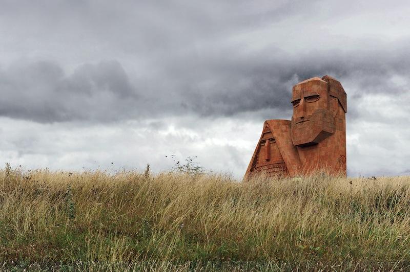 "MonumentosimbolodelKarabakh ""Noisiamo le nostre montagne"" © graziella vigo world copyright"