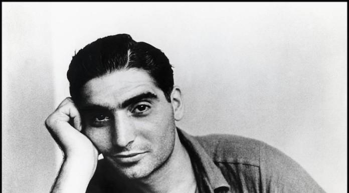 ritratto di Robert Capa a parigi