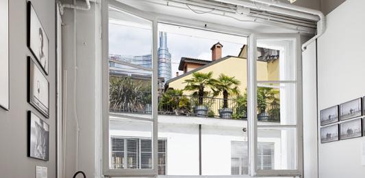 foto interno casa della mostra del collettivo krisis al macao di milano