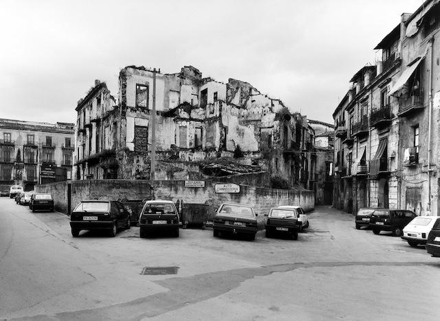 Palermo 1998 stampa fotografica b/n ai sali d'argento cm 90x110, courtesy Fondazione MAXXI
