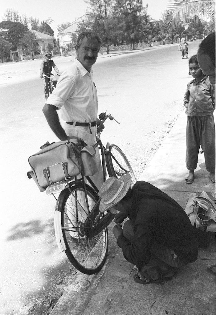 Tiziano Terzani a Phnom Penh, 1980 © Archivio Terzani