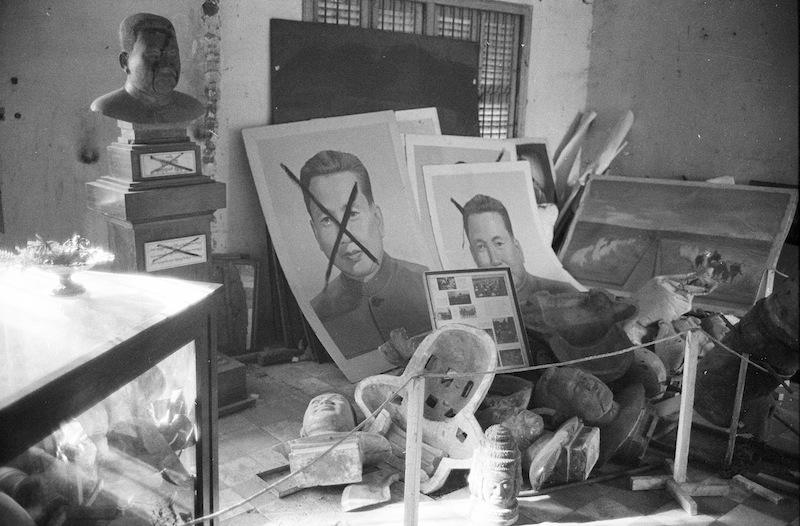 Busti e ritratti dismessi di Pol Pot, 1980 © Archivio Terzani