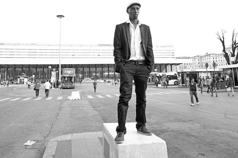 Rome October 31, 2013. Amin Nour, Somali-Italian actor, photographed at the Termini station in Rome/Amin Nour, attore somalo-italiano, fotografato alla Stazione Termini a Roma.  Photo: RINO BIANCHI