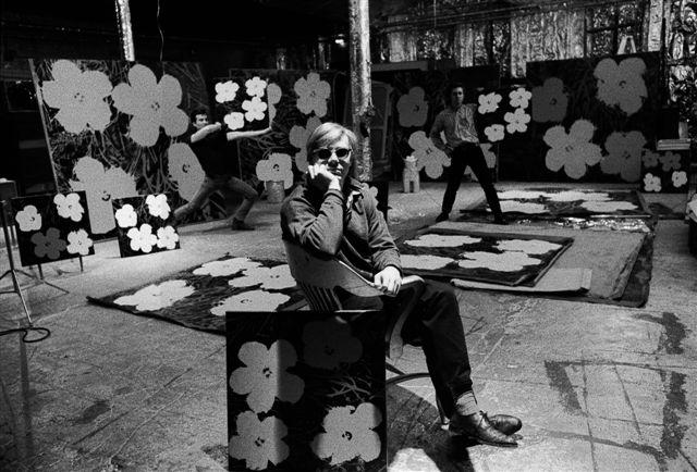 Ugo Mulas Andy Warhol, Philip Fagan, Gerard Malanga, New York, 1964 Fotografie Ugo Mulas © Eredi Ugo Mulas. Tutti i diritti riservati Courtesy Archivio Ugo Mulas, Milano - Galleria Lia Rumma, Milano/Napoli