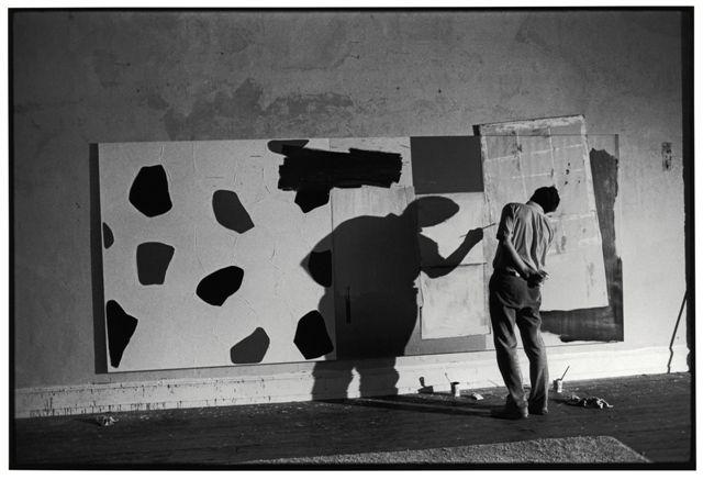 Ugo Mulas Jasper Johns, New York, 1967 Fotografie Ugo Mulas © Eredi Ugo Mulas. Tutti i diritti riservati Courtesy Archivio Ugo Mulas, Milano - Galleria Lia Rumma, Milano/Napoli