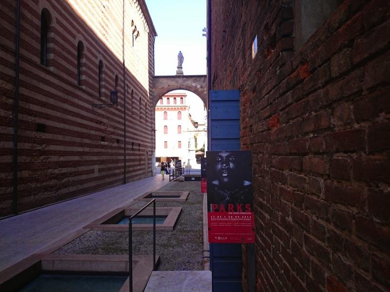 l'ingresso della mostra di Parks agli Scaligeri di Verona