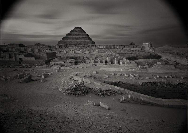 "Kenro Izu Sakkara #13, Egypt, 1979 dalla serie ""Sacred Places"" stampa ai sali d'argento, 33x46 cm courtesy l'autore"