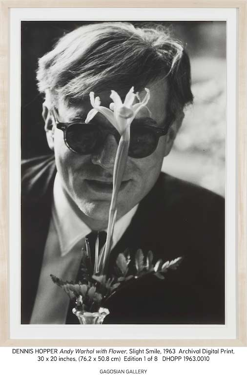 Dennis Hopper Andy Warhol with Flower, 1963 Stampa in gelatina d'argento 23.7 x 18 inches; 60.10 x 45.7 cm