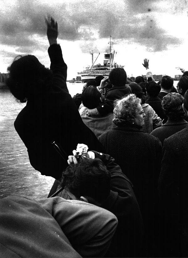 Stefano Robino, Alla partenza della Cristoforo Colombo, Genova 1957, cm 45,7x36,1