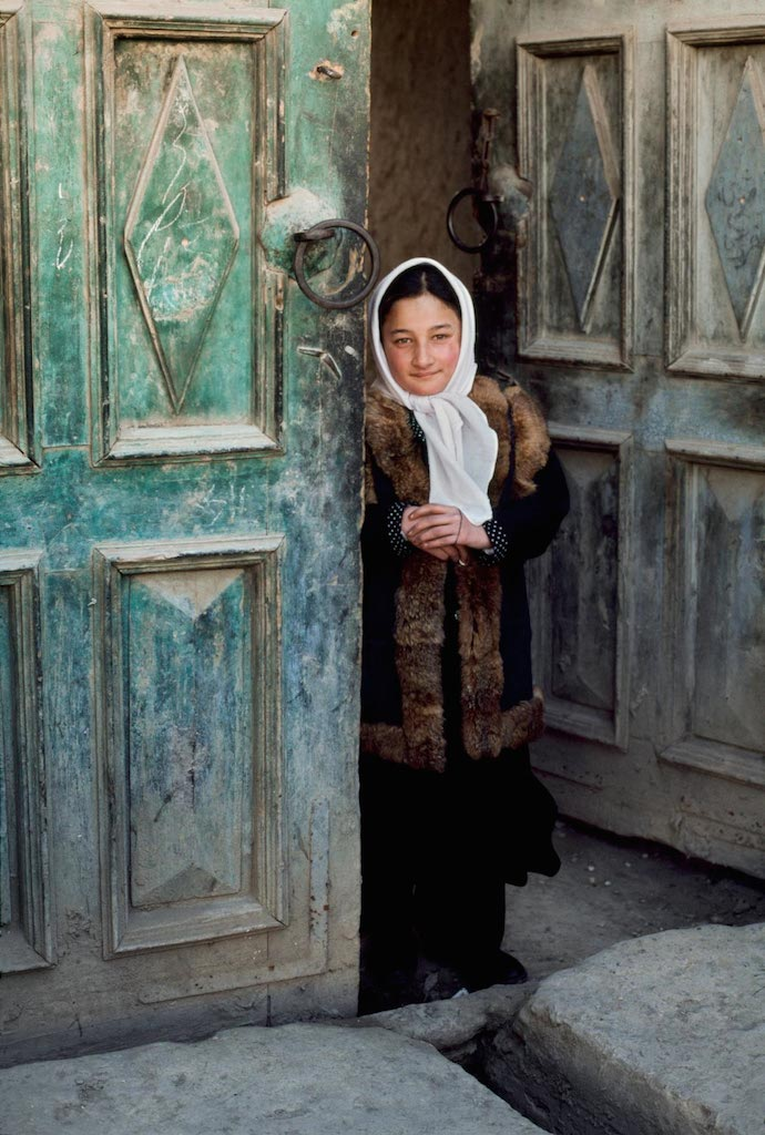 Ragazza sull'uscio, Afghanistan, 2003 ©Steve McCurry