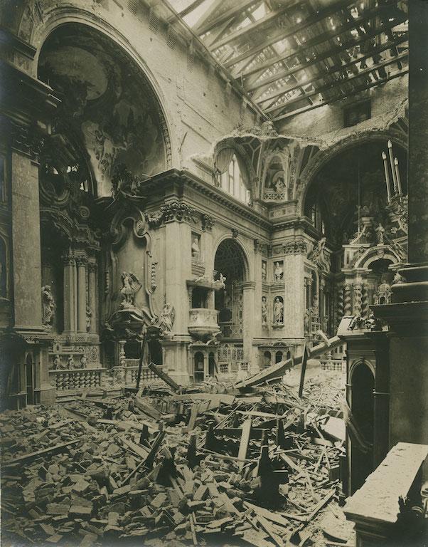 ommaso Filippi  Venezia. L'interno della Chiesa degli Scalzi in seguito al bombardamento austriaco,  stampa alla gelatina, 24 ottobre 1915