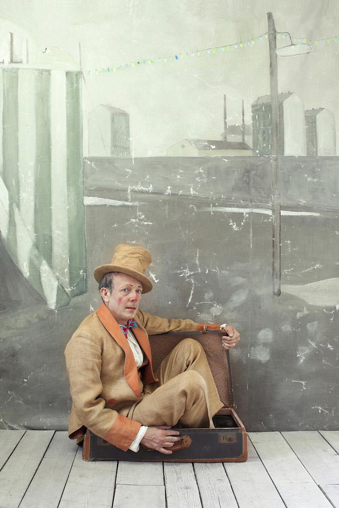 l'uomo nella valigia, 2013, Paolo Ventura