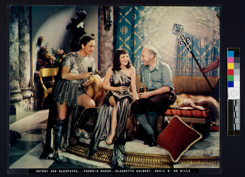 Nickolas Muray Anthony e  Cleopatra, Fredric March, Claudette Colbert, Cecil B. De Mille  Pubblicità della  Coca Cola, 1935  Stampa a carbone, cm 26.5 x 34.5 George Eastman House New York, USA