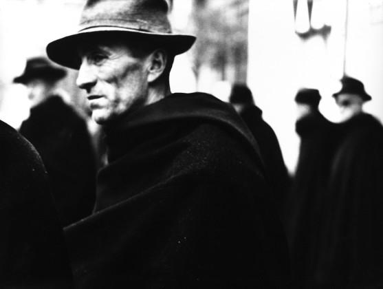 ritratti fotografici a confronto alla galleria Contrasto di Milano
