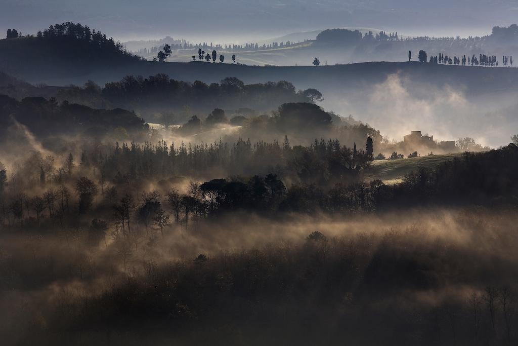 Nebbia in collina-Fabio Beconcini_3rd Prize cat. Paesaggio Agricolo e Naturalistico 2013