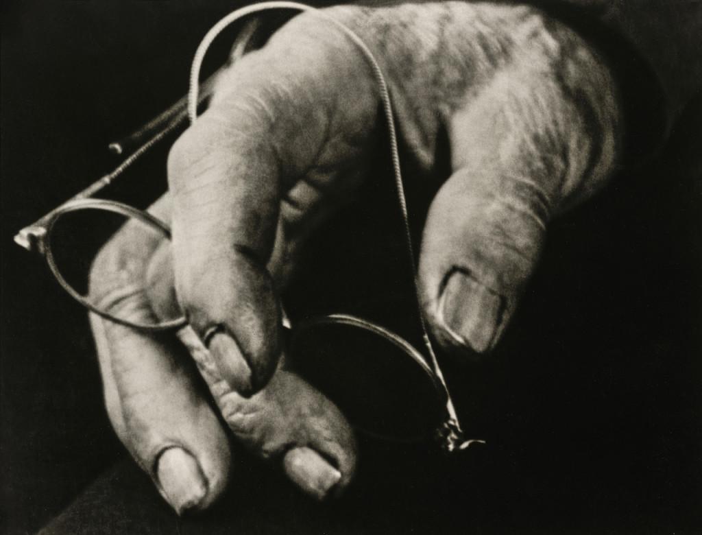 Farmer's Hand, 1911–1914 © Die Photographische Sammlung/SK Stiftung Kultur – August Sander Archiv, Colonia; SIAE, Roma, 2015