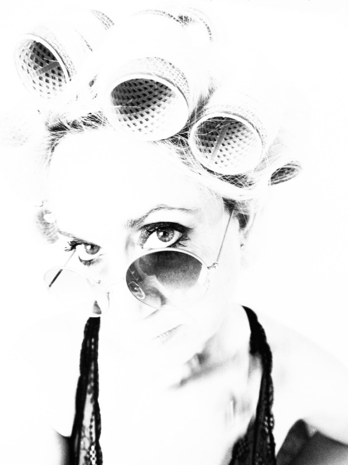 Giulia Efisi e i suoi ritratti in mostra a Milano