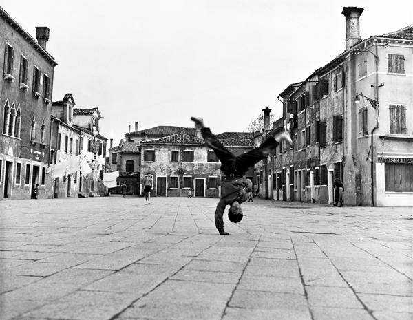 Burano. Piazza Grande 1954 © Piergiorgio Branzi - Courtesy Contrasto Galleria Milano