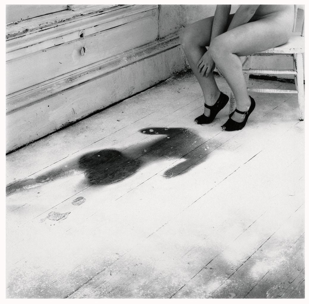 Francesca Woodman Untitled, Providence, Rhode Island, 1976/1999 S/W-Silbergelatineabzug auf Barytpapier / Black-and-white gelatin silver print on barite paper © Courtesy George and Betty