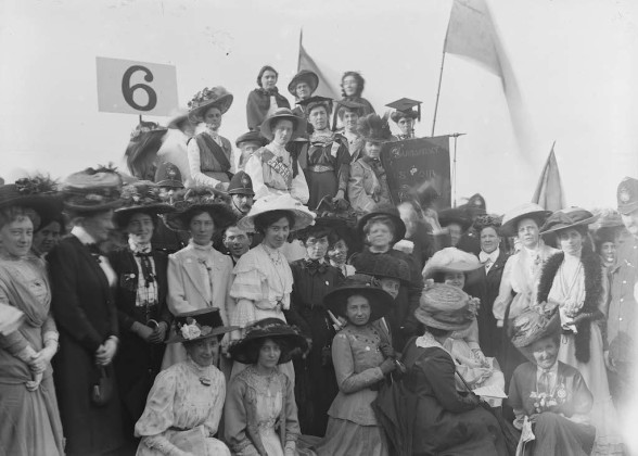 Soldiers and Suffragettes a Londra la mostra Christina Broom