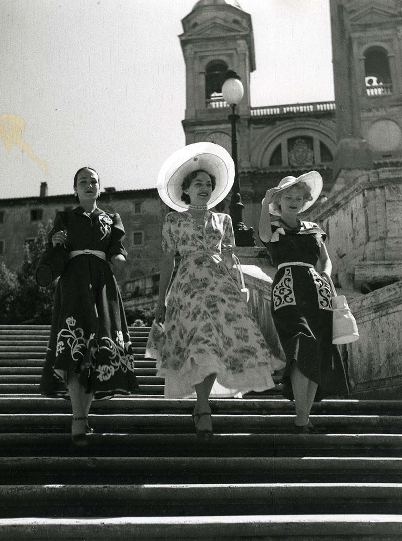 Scalinata di Piazza di Spagna vestito Montorsi 1950