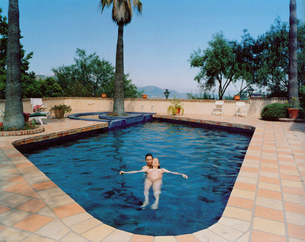 Miggi & Ilene, Los Angeles, California, 1995 C-‐print, 103 x 128 cm. Courtesy Catherine Opie; Stephen Friedman Gallery, London; Regen Projects, Los Angeles
