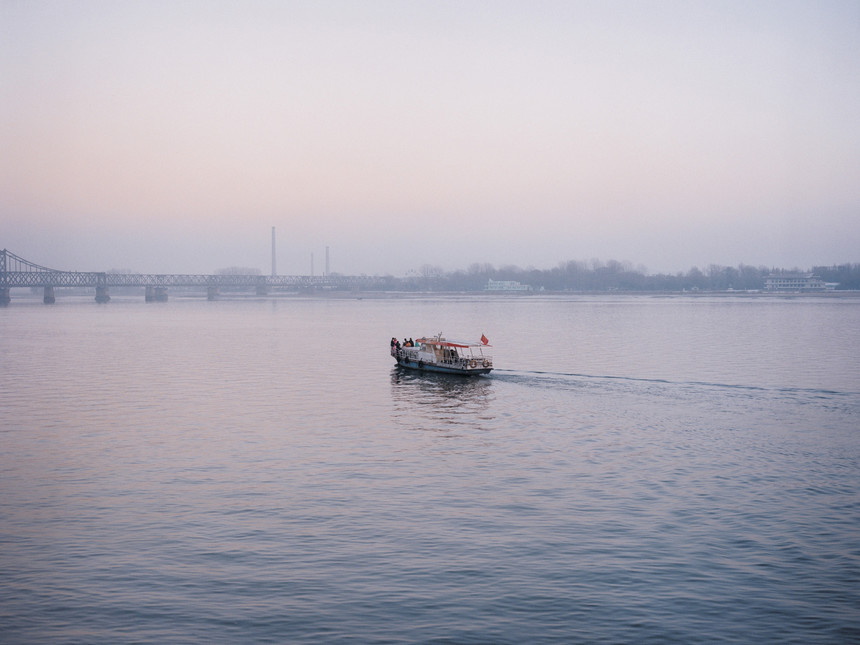 Tomoko-Yoneda-from-the-series-Scene-Wedding-View-of-the-wedding-party-on-the-river-that-divides