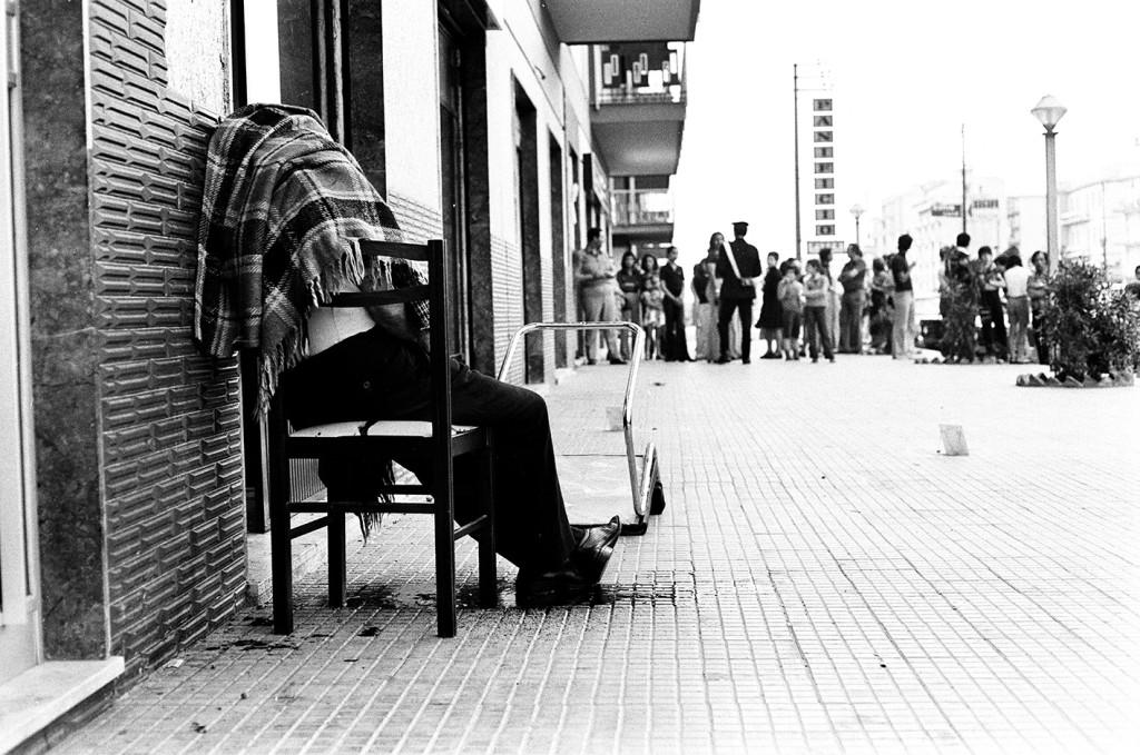 LETIZIA BATTAGLIA Omicidio sulla sedia, Palermo 1975 © Letizia Battaglia