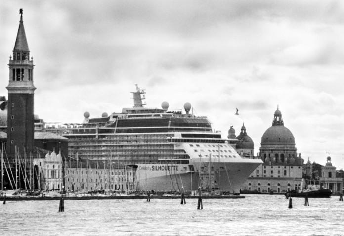 grandi navi le foto di Gardin in mostra a Venezia