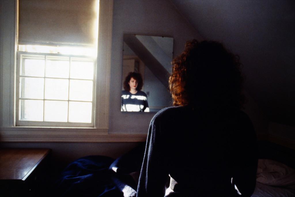 Nan Goldin, Self-Portrait in the Mirror, The Lodge, Belmont, MA, 1988 Cibachrome 69,5 x 101,5 cm Fondazione MUSEION. Museo di arte moderna e contemporanea Bolzano. Collezione / Collection Enea Righi Photo © Antonio  Maniscalco