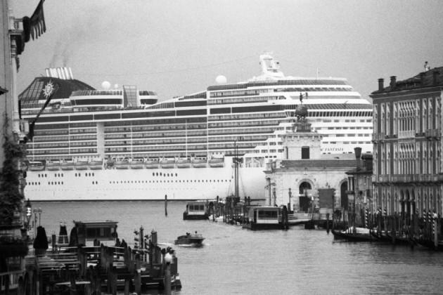 Le grandi navi a Venezia mostra aperta dopo le polemiche