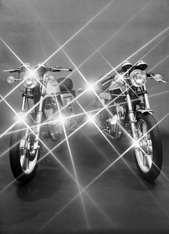 Coppia di motociclette, Moto Morini, Bologna, 24 dicembre 1976 Archivi Alinari-archivio Villani, Firenze