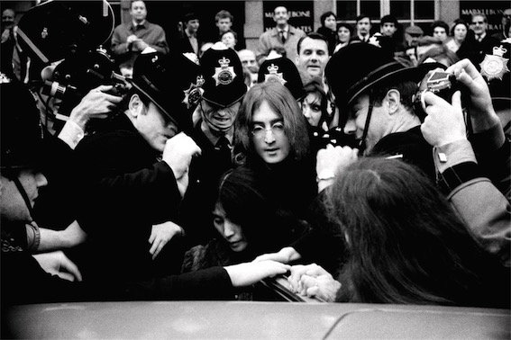 © Andrew McLear, John and Yoko leave court