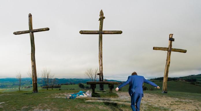 People on the Cross di Tommaso Mori