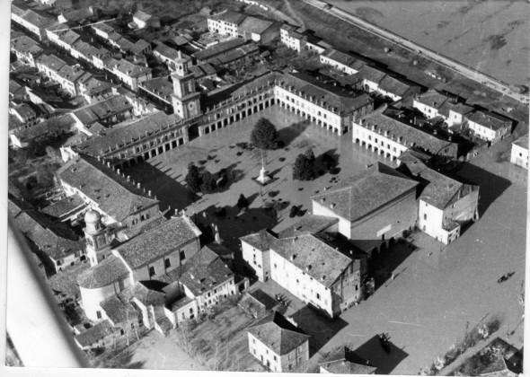 La Reggio Emilia del Novecento ritratta da Renzo Vaiani