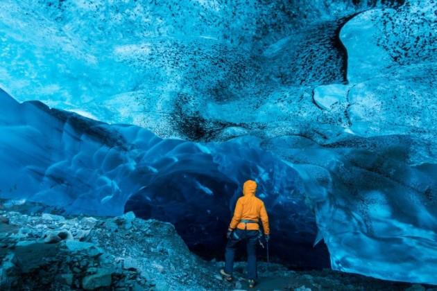 Le meraviglie inesplorate delle grotte di ghiaccio islandesi