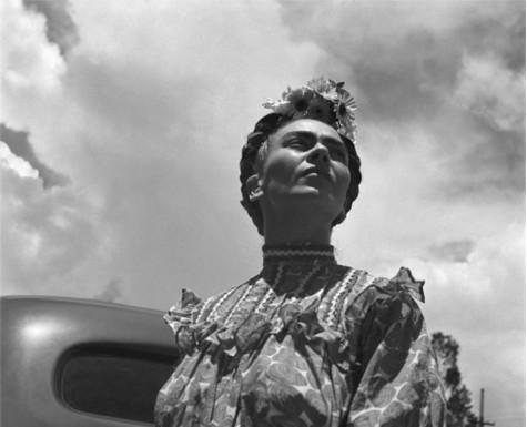 Leo Matiz racconta Frida Kahlo. Gli scatti in una mostra a Bologna
