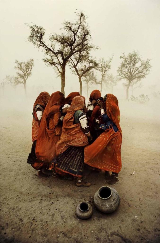 Steve McCurry: Dust Storm. Rajasthan, India, 1983. ©Steve McCurry.