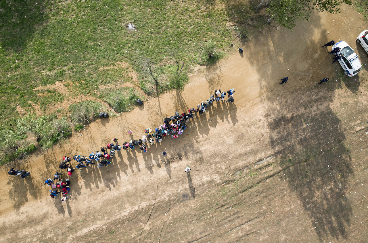 Refugees reach a polie check point in Serbia, on the border with Macedonia