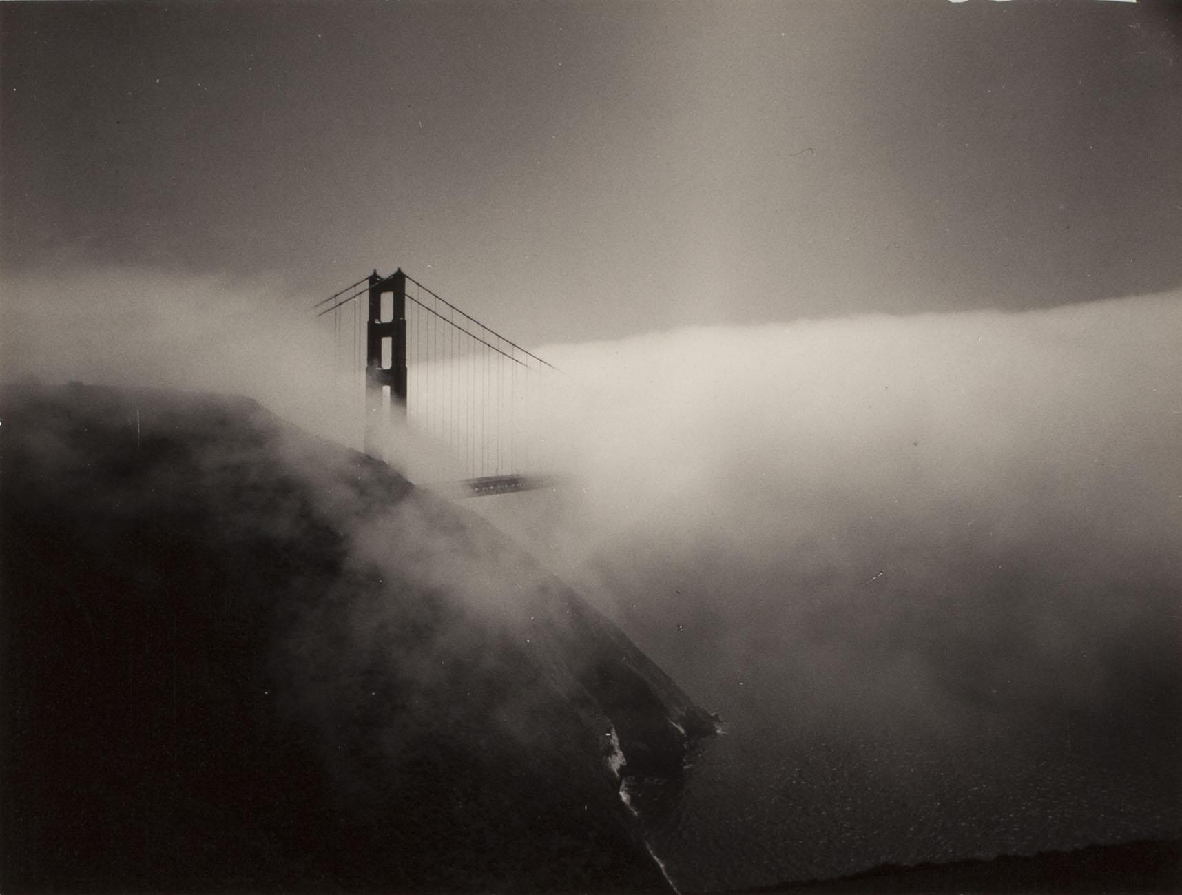 Minor White - Golden Gate Bridge, 1959 - stampa alla gelatina d'argento - Reproduced with permission of the Minor White Archive, Princeton University Art Museum.  © Trustees of Princeton University - Collezione Fondazione Cassa di Risparmio di Modena