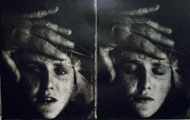 2004, Le main mise ©  Sarah Moon
